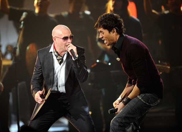Enrique Iglesias an Pitbull – Tonight , I Like It . 2011 AMA Preformance Live .